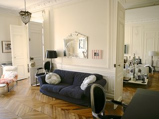 Heart of Paris, Luxury, Stylish Apartment  300 m2, 4Bd/3.5 Bath
