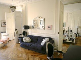 Heart of Paris, Luxury, Stylish Apartment  300 m2, 4Bd/3.5 Bath