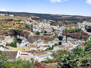 Spacious house in the center of Setenil de las Bodegas with Parking, Washing mac