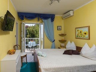 Cozy room in the center of Mlini with Parking, Internet, Air conditioning, Balco