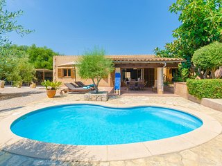 Cozy villa close to the center of Cala Bona with Parking, Internet, Washing mach
