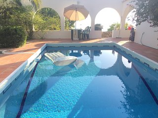 Spacious house in Sayalonga with Parking, Internet, Washing machine, Pool