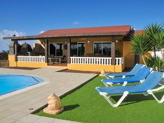 Cozy villa in El Roque with Parking, Internet, Washing machine, Pool