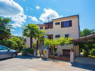 Spacious apartment very close to the centre of Poreč with Parking, Internet, Was