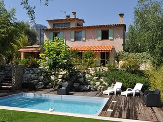 Spacious house close to the center of La Gaude with Parking, Internet, Washing m