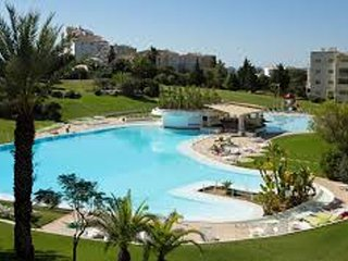 Spacious apartment close to the center of Alvor with Parking, Internet, Washing