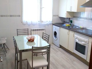 Spacious apartment in the center of Oviedo with Lift, Parking, Internet, Washing