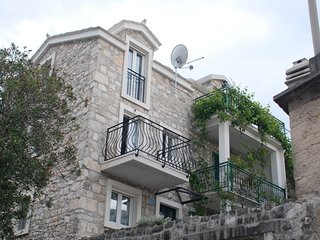 Cozy apartment in the center of Baska Voda with Parking, Air conditioning, Balco