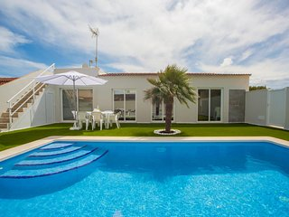 Spacious villa a short walk away (134 m) from the 'Playa de Son Serra de Marina'