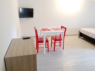 Cosy studio in Couffoulens with Parking, Internet, Terrace
