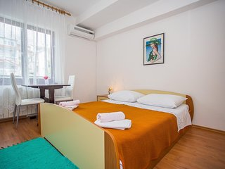 Cozy apartment in the center of Seget Donji with Parking, Internet, Air conditio