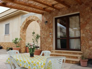 Cozy house close to the center of Custonaci with Parking, Internet, Air conditio