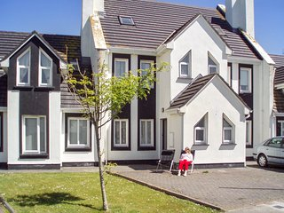 Spacious house in Enniscrone with Parking, Washing machine, Garden