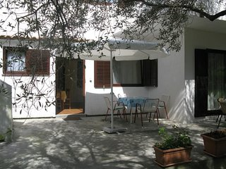 Cozy apartment in the center of Banjol with Parking, Internet, Air conditioning,