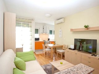 Cozy apartment very close to the centre of Split with Parking, Internet, Washing