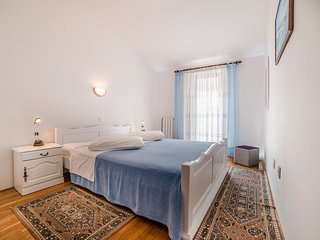 Spacious apartment close to the center of Rovinj with Parking, Internet, Air con