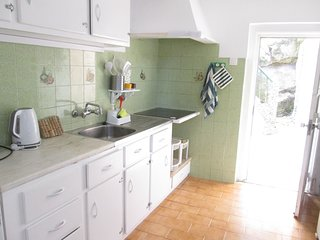 Cozy house very close to the centre of Sintra with Parking, Internet, Garden, Te