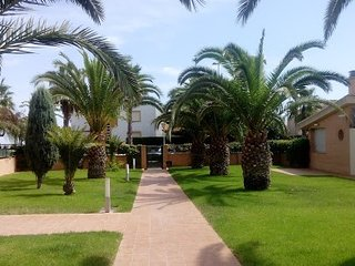 Spacious apartment a short walk away (237 m) from the 'Playa El Pinar' in El Gra