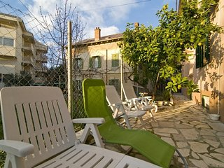 Spacious apartment in the center of Split with Parking, Internet, Washing machin