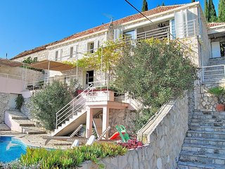 Spacious villa in the center of Orašac with Parking, Internet, Washing machine,
