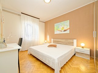 Cozy apartment in Pula with Parking, Internet, Washing machine, Air conditioning