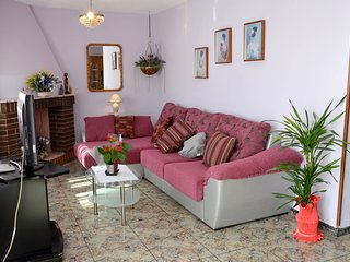 Spacious house very close to the centre of Deltebre with Parking, Internet, Wash