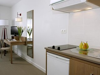 Cozy building in the center of Quimper with Parking, Internet
