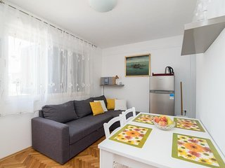 Cozy apartment in the center of Supetar with Parking, Internet, Air conditioning