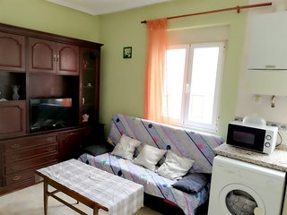 Spacious apartment very close to the centre of Leon with Parking, Washing machin