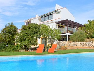 Spacious villa in the center of Sesimbra with Parking, Internet, Air conditionin
