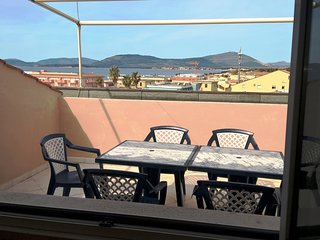 Spacious apartment close to the center of Alghero with Parking, Internet, Washin