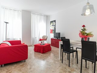 Spacious apartment in the center of Verona with Lift, Internet, Washing machine,