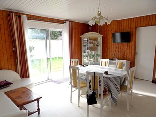 Cozy house in the center of La Couarde-sur-Mer with Parking, Internet, Washing m