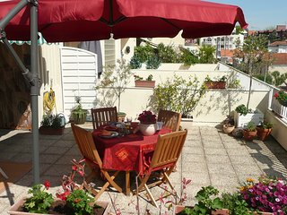 Cozy apartment very close to the centre of Arcachon with Parking, Internet, Wash