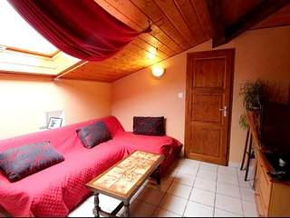 Cozy house close to the center of Alboussiere with Parking, Internet, Washing ma