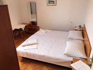 Spacious apartment in the center of Brist with Parking, Internet, Air conditioni