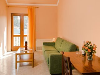 Cozy apartment very close to the centre of Zaton with Parking, Internet, Air con