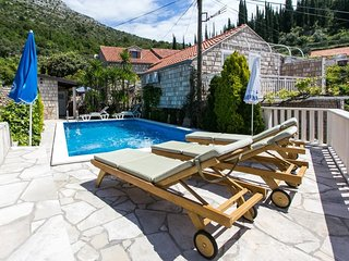 Spacious villa in the center of Trsteno with Internet, Washing machine, Air cond