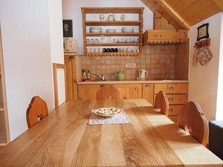 Cozy apartment close to the center of Zgornje Jezersko with Parking, Internet, T