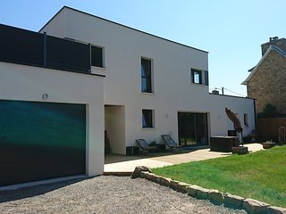 Spacious apartment very close to the centre of Trebeurden with Parking, Internet