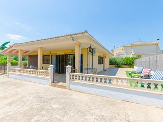 Spacious house in Muro with Internet, Washing machine, Air conditioning