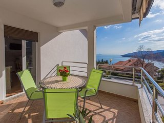Cozy apartment in the center of Rabac with Parking, Internet, Air conditioning,