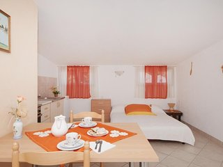 Cosy studio in the center of Supetar with Parking, Internet, Air conditioning, T