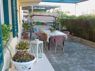 Cozy apartment very close to the centre of Supetar with Parking, Internet, Terra