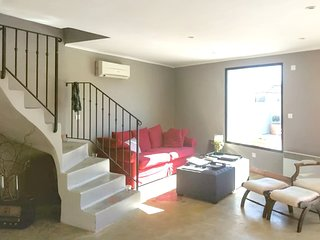 Spacious apartment in the center of Jonquières with Parking, Internet, Washing m