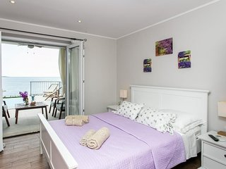 Cosy studio in Mlini with Parking, Internet, Air conditioning, Pool