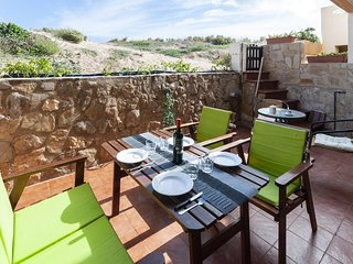 Spacious apartment right near the 'playa de Xeraco' in Xeraco with Washing machi