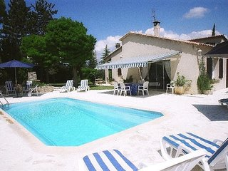 Spacious villa in the center of Cereste with Parking, Internet, Washing machine,