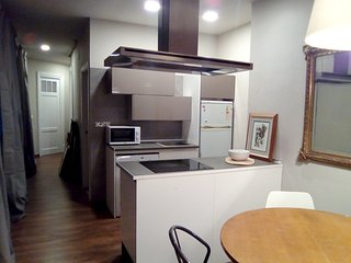 Spacious apartment in the center of Bilbao with Lift, Parking, Internet, Washing