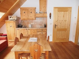 Cozy apartment close to the center of Zgornje Jezersko with Parking, Internet
